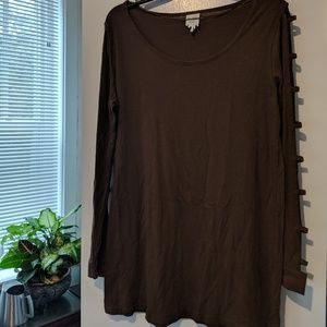 Tunic with cutouts in sleeves